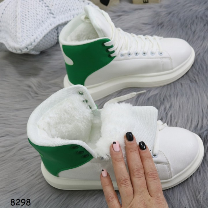 Женские зимние кроссовки белые с зеленым 8298